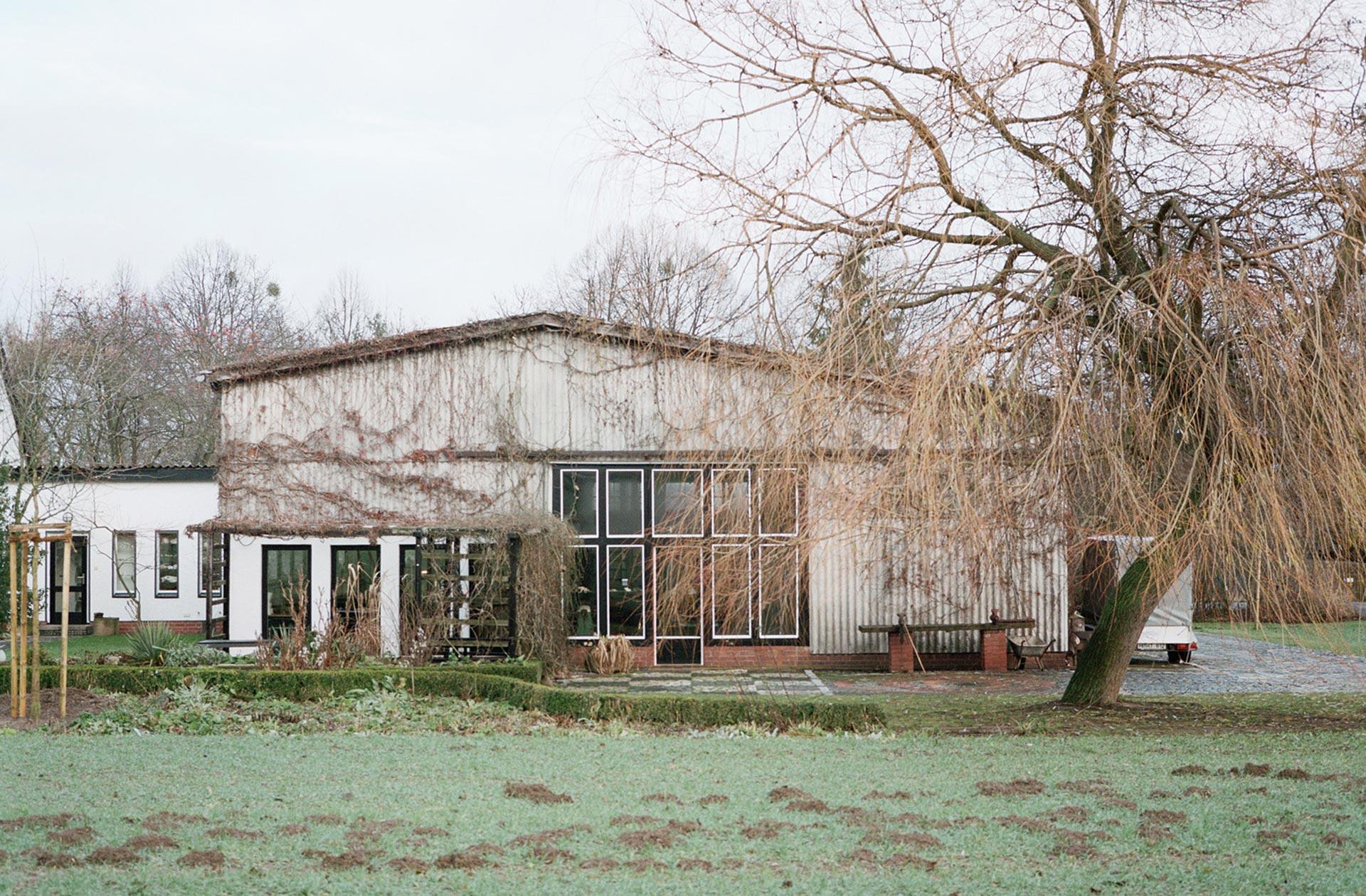 Eine ehemalige Scheune wurde zur großzügigen Werkstatt umgebaut.