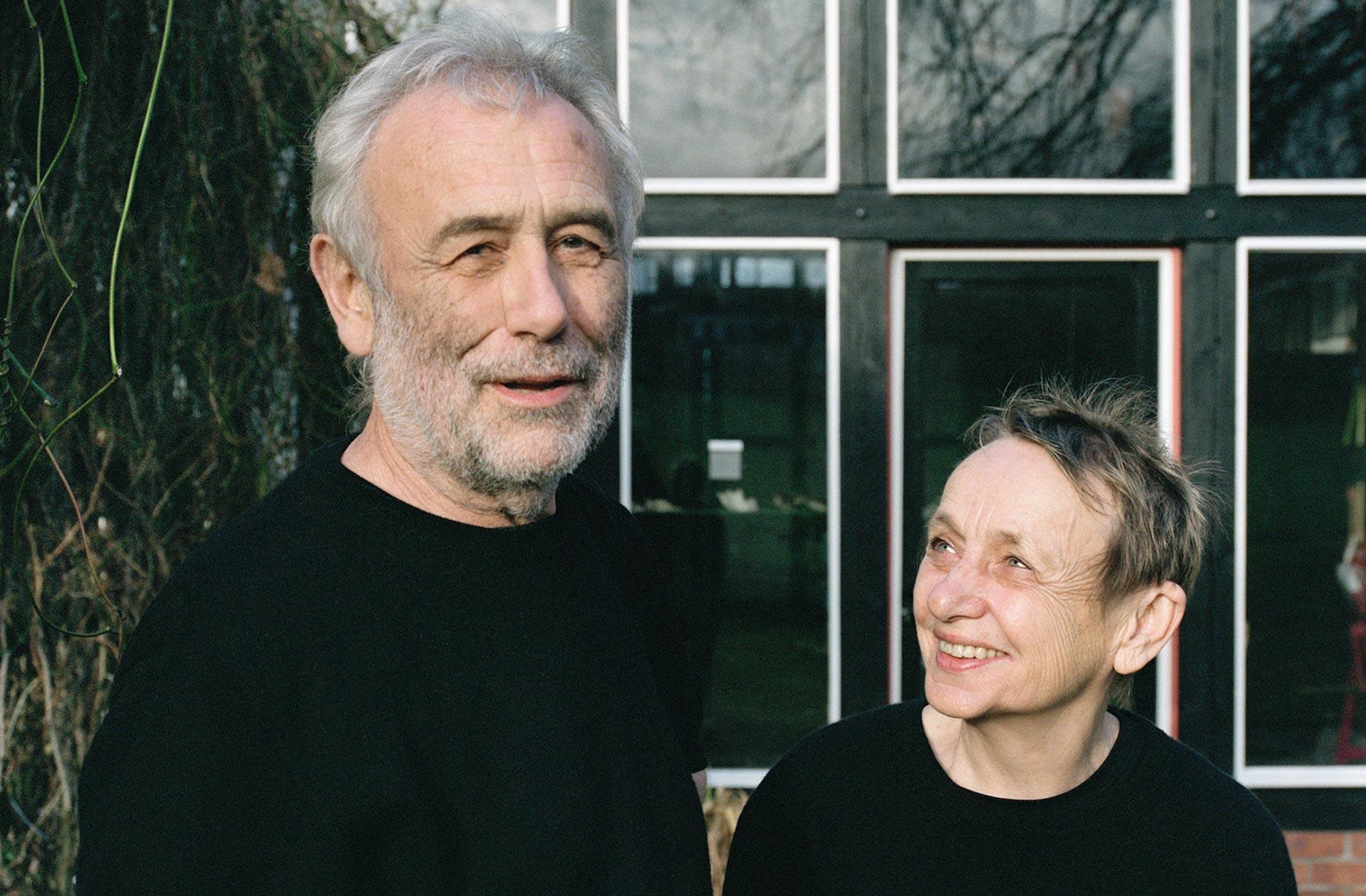 Martin und Ulla Kaufmann in ihrem Garten.