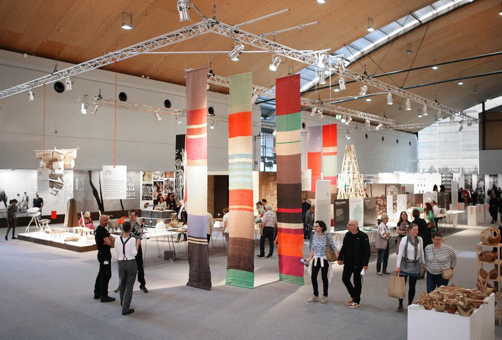 Die lichtdurchflutete Halle der Karlsruher Messe bietet ein ansprechendes Ambiente für Angewandte Kunst. Eunique 2016