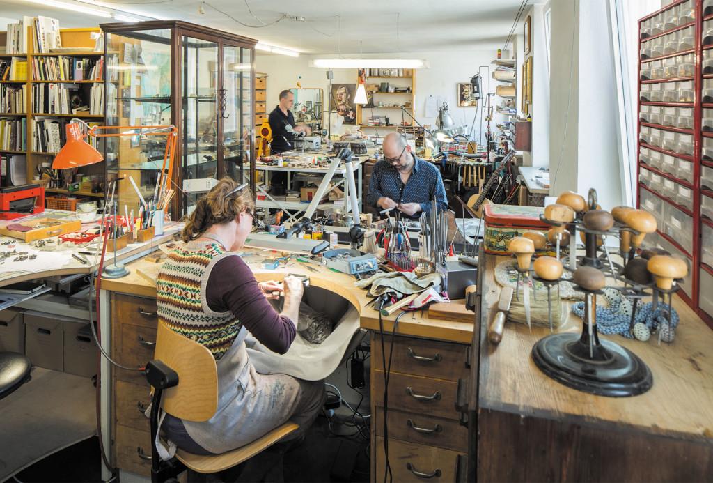 Britton, Bielander und Minegishi in ihrem Atelier