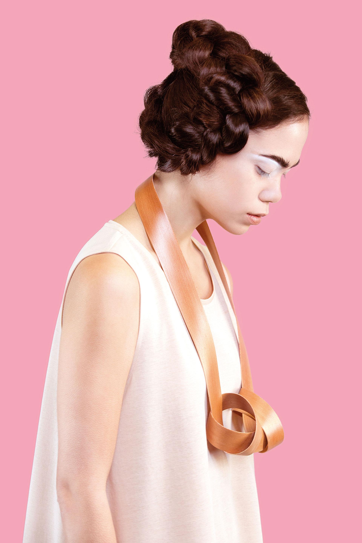Alessa Joosten, Staatspreis für Kette aus Holz, Manu Factum, Staatspreis