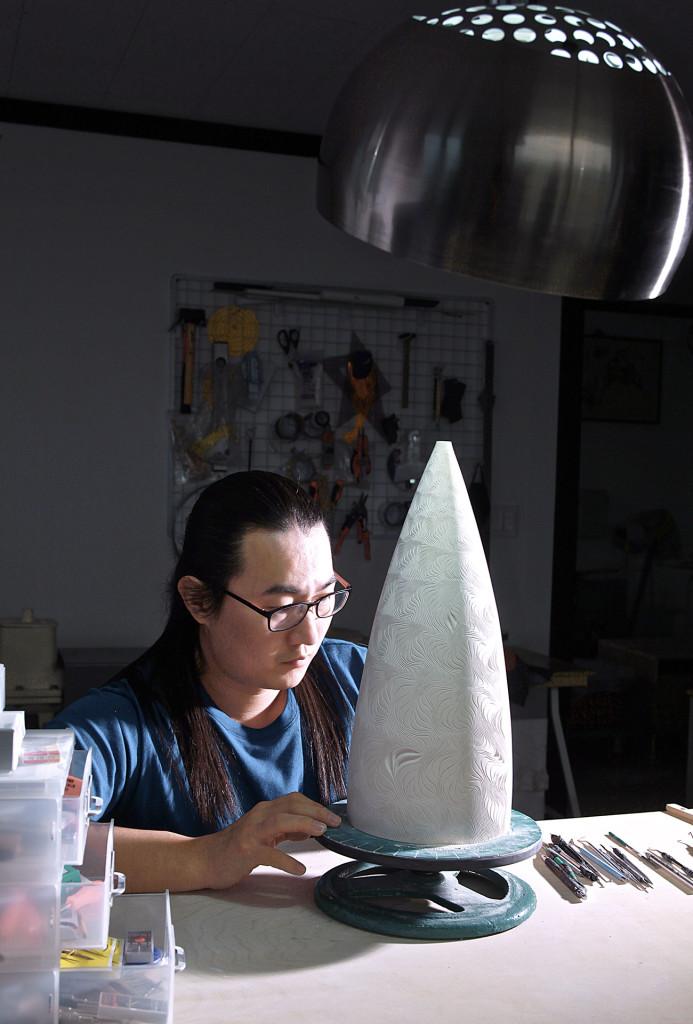 """Jong-Min Lee verbindet künstlerischen Erfindungsreichtum mit einer handwerklichen Intensität, die mit der """"Entdeckung der Langsamkeit"""" nur unzureichend zu umschreiben ist."""