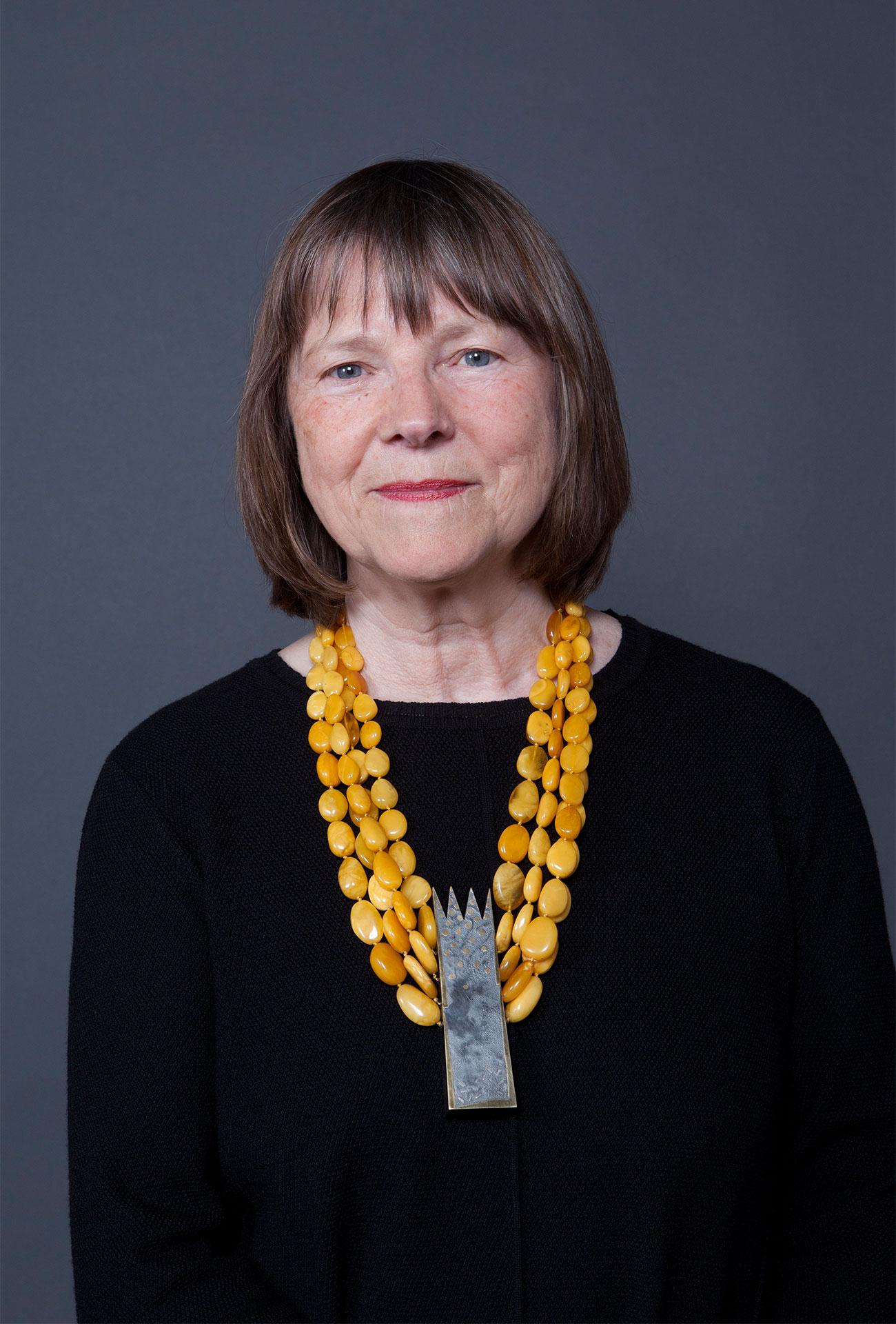 Gabriele Heinz mit Halskette