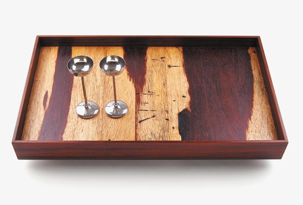 Tafelfreuden, Christoph Lungwitz. Tablett. Holz Padouk, geölt, 7 x 30 x 49 cm