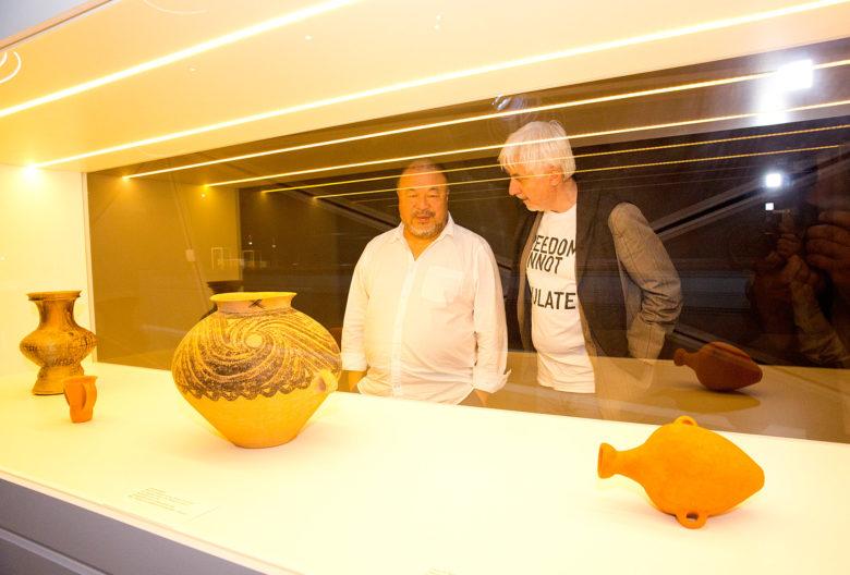 Ai Weiwei und der Kurator Peter Pakesch