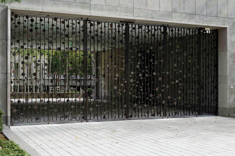 Bergmeister Kunstschmiede, Toranlage, Novartis Basel, Bronze, Schmiedekunst