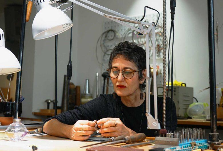 Ela Cindoruk, Labor im Chor, Schmuck verbindet
