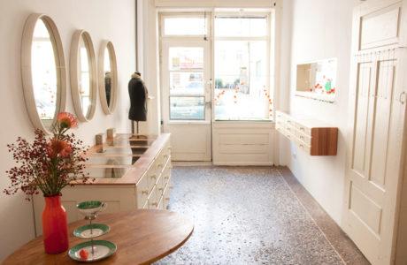 tragbar-Werkstatt-und-Galerie-fuer-Schmuck